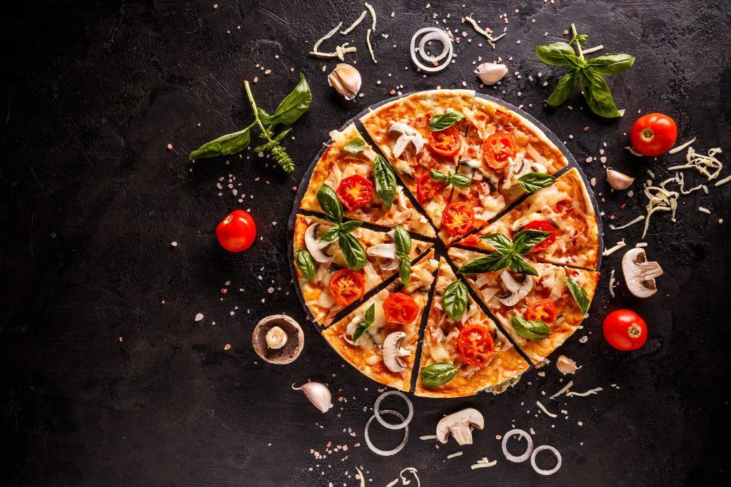 Smaczna pizzna na talerzu